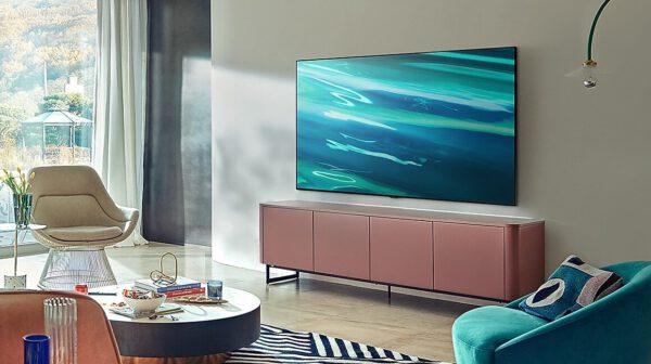 Samsung QLED 4K 2021 metų Q80A Smart televizorius vizualiai
